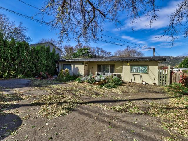4381 YELLOWHEAD HIGHWAY, Kamloops, 4 bed, 1 bath, at $365,000